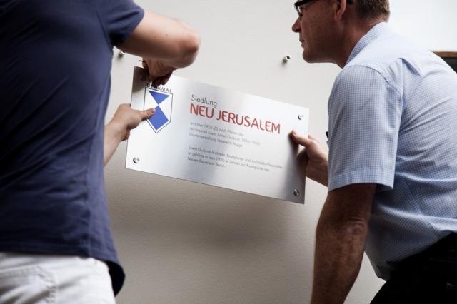eduard-frelkehelmut-kleebank-errichten-denkmal-tafel-in-neu-jerusalem-berlin-staaken-spandau